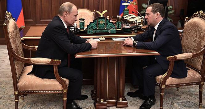 Rusya'da hükümet istifa etti