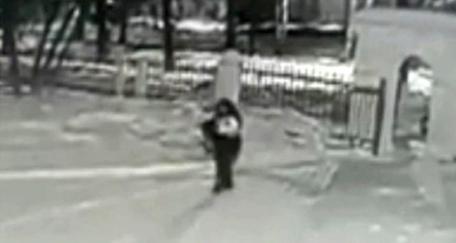 Rusya'da bir baba bebeğini kar yağışının ortasında bırakıp kaçtı