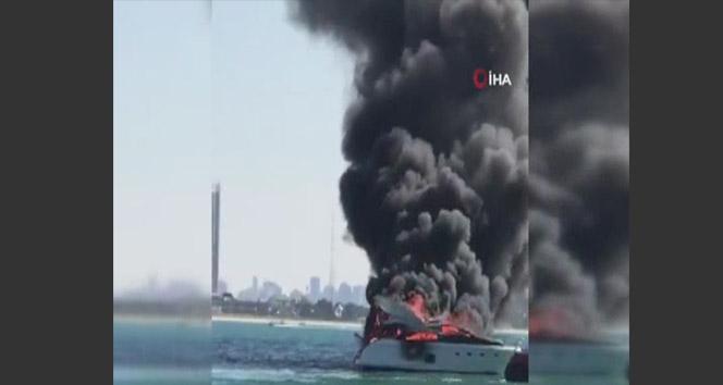 Dubai'de bir yat alev alev yandı