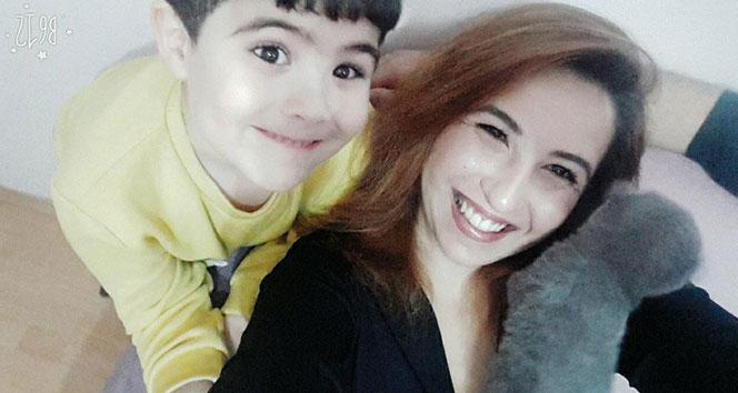Tokat'ta psikolojik tedavi gördüğü iddia edilen anaokulu idarecisi kadın, ilkokul öğrencisi 10 yaşındaki oğlunu bıçaklayarak öldürdükten sonra kendini asarak intihar etti. ile ilgili görsel sonucu