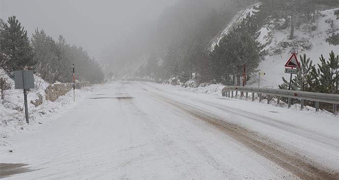 Demirci'de kar yağışı