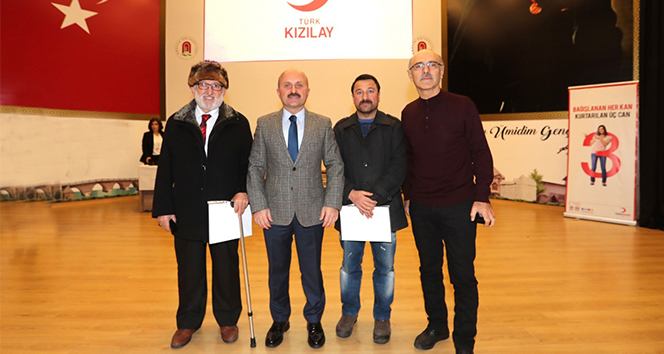 Kızılay'dan Amasya'daki düzenli kan bağışçılarına madalya