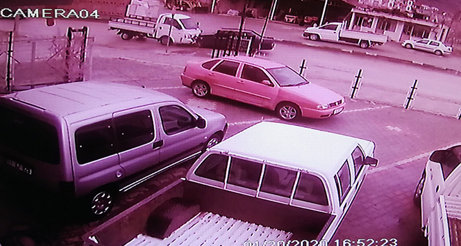 Karşılıksız aşk kazası güvenlik kamerasında