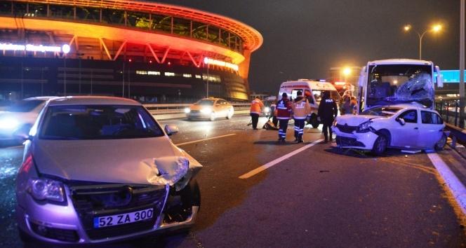 TEM Otoyolu Seyrantepe mevkiinde 6 aracın karıştığı zincirleme trafik kazasında 1'i ağır 10 kişi yaralandı. ile ilgili görsel sonucu