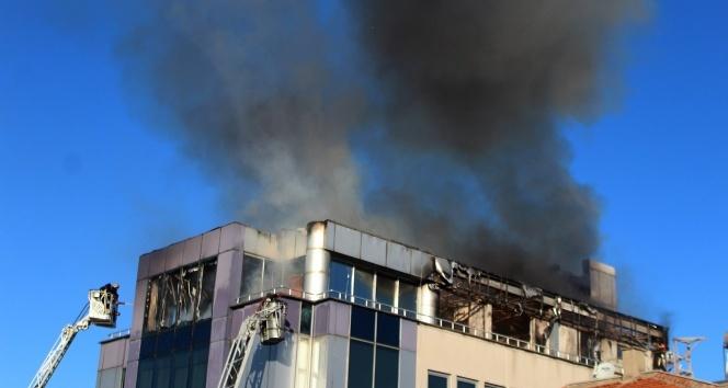 İş merkezindeki korkutan yangın kontrol altına alındı