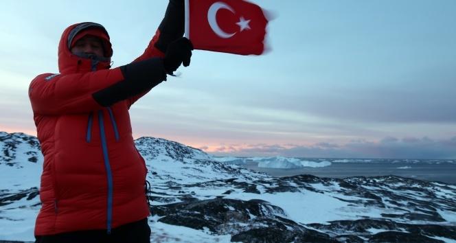 Türk ekip Grönland'daki buzul vadisini kızakla böyle geçti