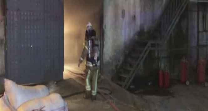 Esenyurt'ta mobilya atölyesi alev alev yandı