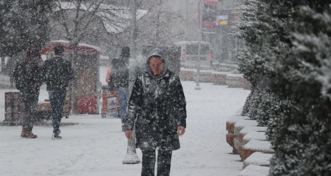 Bolu kent merkezi karla kaplandı!