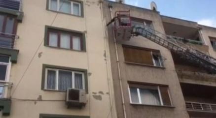 Manisadaki deprem sonrası binalarda çatlaklar oluştu