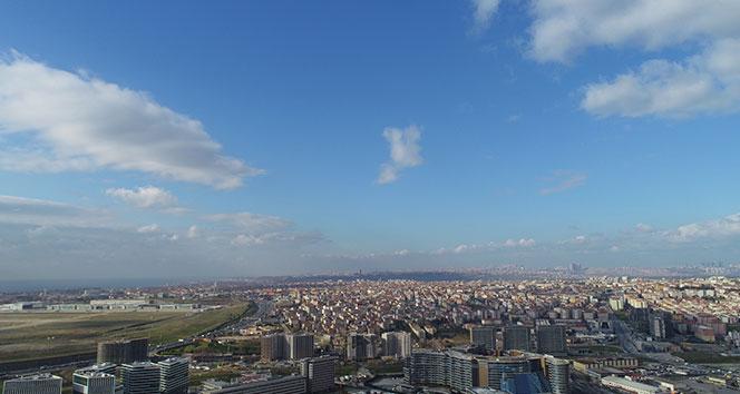 Kar beklenen İstanbul'da zaman zaman güneş ve gökyüzü gözüktü