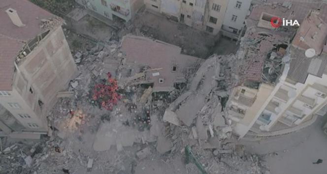 Elazığ Merkez'de depremin verdiği hasar gün ağarınca ortaya çıktı