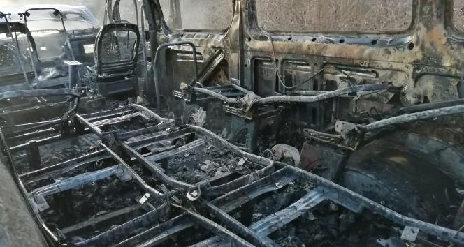 Düzce'de yolcu minibüsü yandı, 15 kişi son anda kurtuldu