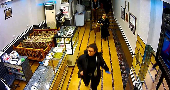 Deprem sırasından yaşanan panik anları kameralara yansıdı