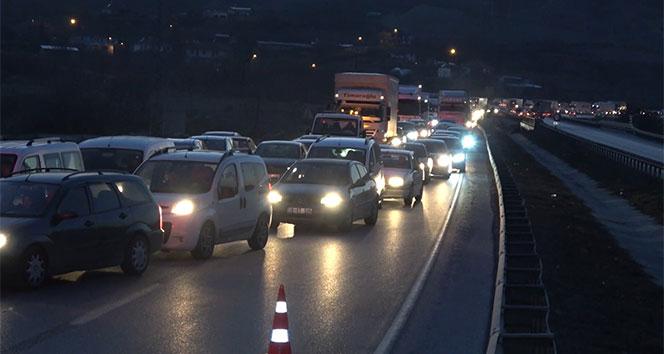 Ankara-Samsun kara yolunda tır devrildi, kilometrelerce araç kuyruğu oluştu