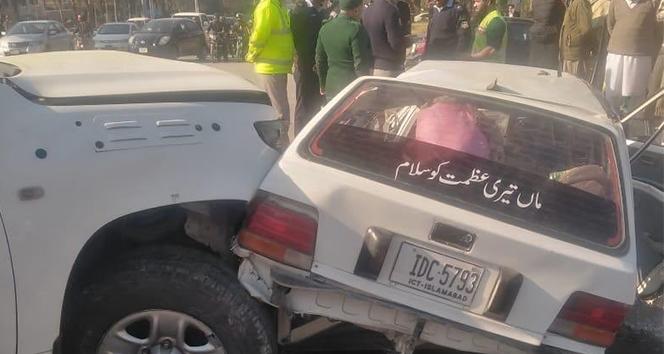 Pakistan'da ABD konsolosluk aracı kaza yaptı: 2 ölü, 4 yaralı