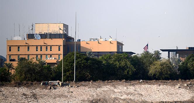 Yeşil Bölge'ye düşen füzelerden biri ABD Bağdat Büyükelçiliği binasına isabet etti