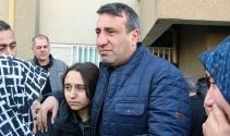 Elini tutamadığı için oğlu ölen baba kızının elini bırakmadı