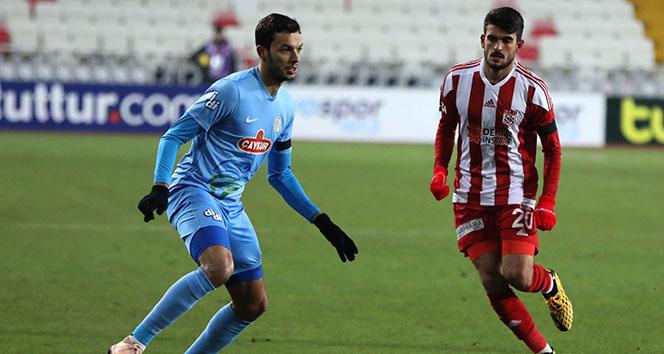 Lider Sivasspor son anda puanı kaptı! Maç sonucu: Sivasspor 1 - 1 Rizespor