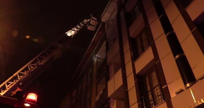 Esenyurt'ta yangın paniği: 5'i çocuk 10 kişi mahsur kaldı