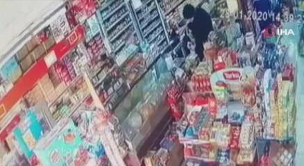 Manisadaki deprem güvenlik kameralarına yansıdı