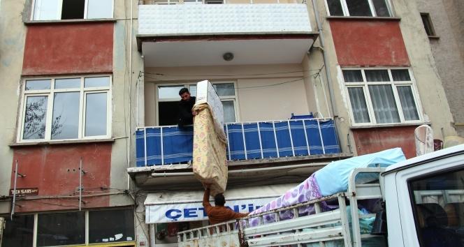 Elazığ'da 88 yapı için acil yıkım kararı, depremden kaçış