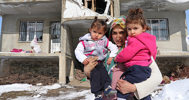 Buz tutan evde 3 çocuğuyla yaşam mücadelesi veriyor