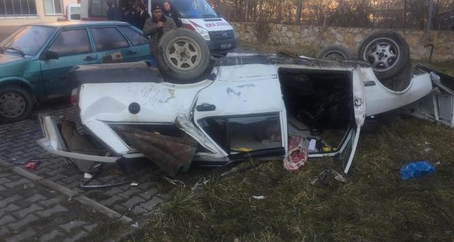 Otomobil 6 metreden sitenin bahçesine düştü: 1 yaralı