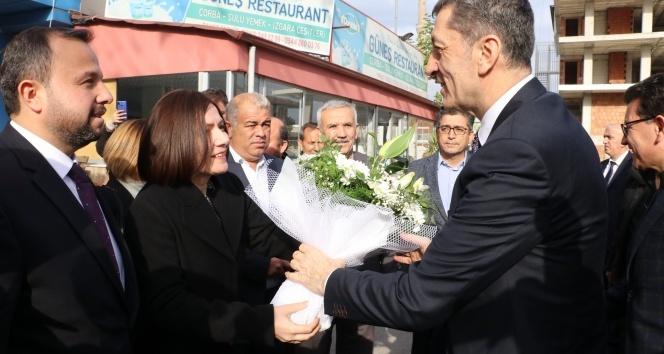 Bakan Selçuk, Antalya'da ziyaretlerde bulundu