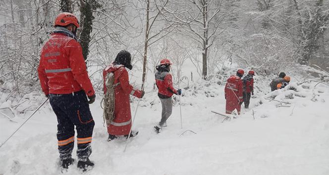 Yoğun kar yağışına rağmen aramalar sürüyor