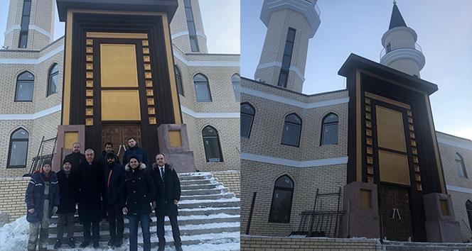 Gökdeniz Karadeniz'in Rusya'da yaptırdığı cami tamamlanıyor.