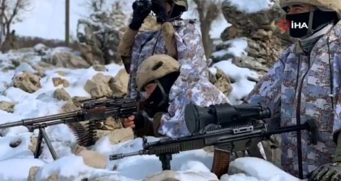 Jandarma Genel Komutanlığı 'Kapan-6 Zori Operasyonu'ndan görüntüler paylaştı