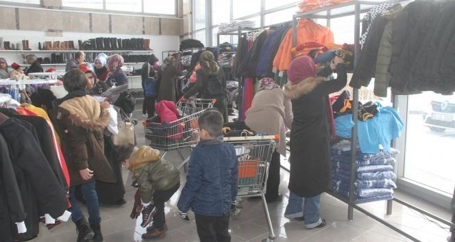 Elazığ'da depremzedeler için giyim mağazası
