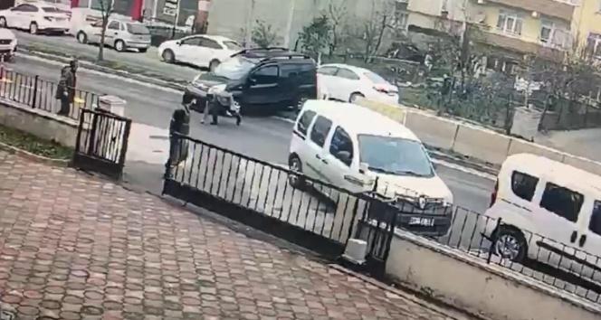 Hasmını karakol önünde aracıyla ezmeye çalıştı