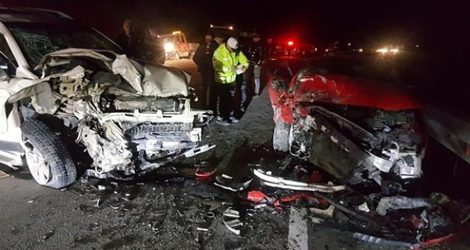 Bartın'da iki araç çarpıştı, 5 kişi yaralandı