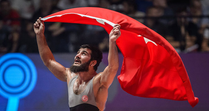 Milli güreşçi Soner Demirtaş Avrupa üçüncüsü oldu