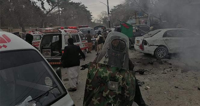 Pakistan'da bombalı intihar saldırısı: 8 ölü, 21 yaralı