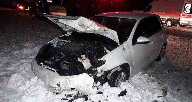 Tatvan'da zincirleme trafik kazası: 2 ölü, 3 yaralı