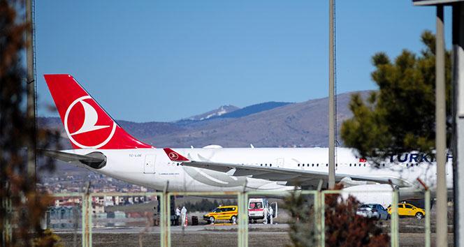 İran Hava Yollarına ait bir uçak, İranlıları götürmek üzere Esenboğa Havalimanına indi