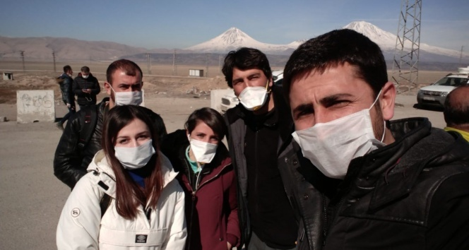 Sınıra giden gazetecilerden Korona önlemi