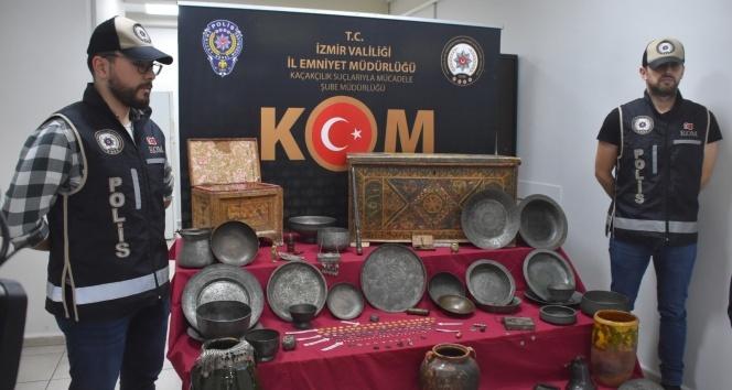 İzmir'de piyasa değeri 15 milyon lira olan 506 parça tarihi eser ele geçirildi