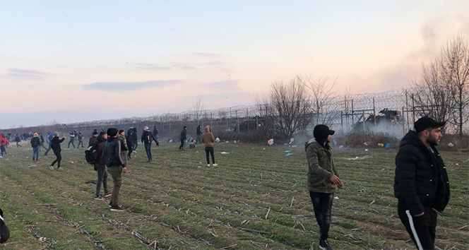 Yunanistan'dan göçmenlere gaz ve ses bombasıyla müdahale