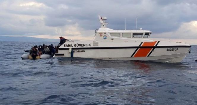 İzmir'de Türk karasularına itilen 48 sığınmacı kurtarıldı