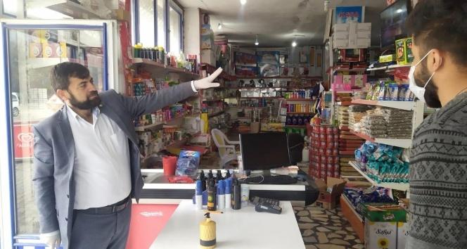 Kasayı kapıya kurdu, müşteriden siparişleri kapıdan işaretle almaya başladı