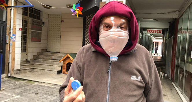 Kadıköy'de esnaf korona virüse karşı pet şişeden maske yaptı