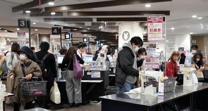 Tokyo Valisi Koike,