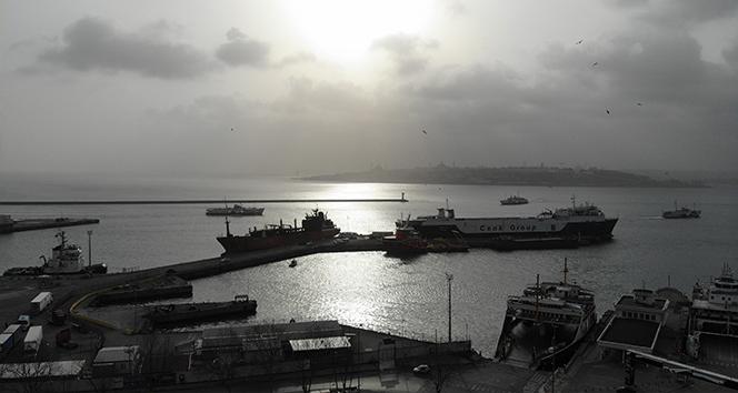 Mürettebatının karantinaya alındığı gemi havadan görüntülendi