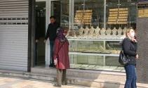 Altın fiyatları yükselince, kuyumcular iş yerlerini açmaya başladı