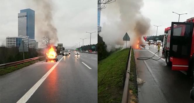 TEM Otoyolunda otomobil alev alev böyle yandı