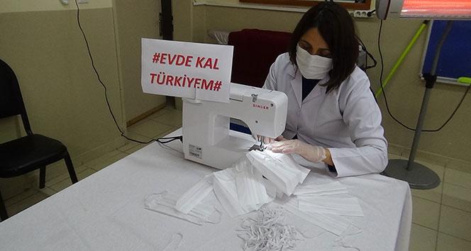 Tuzla'da halk eğitim merkezi görevlilerinde gönüllü maske üretimi