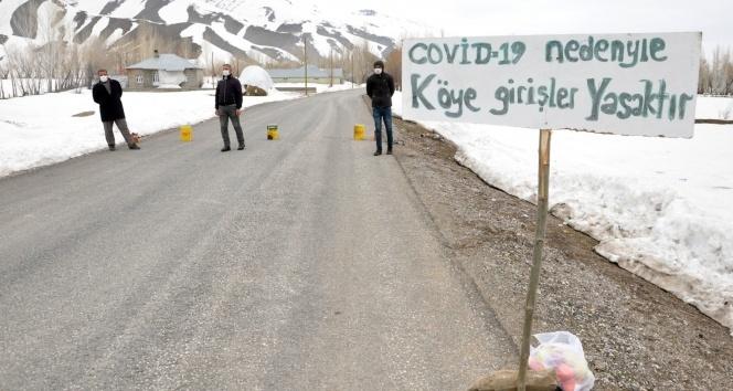 Tabela asarak köyü giriş çıkışlara kapattılar